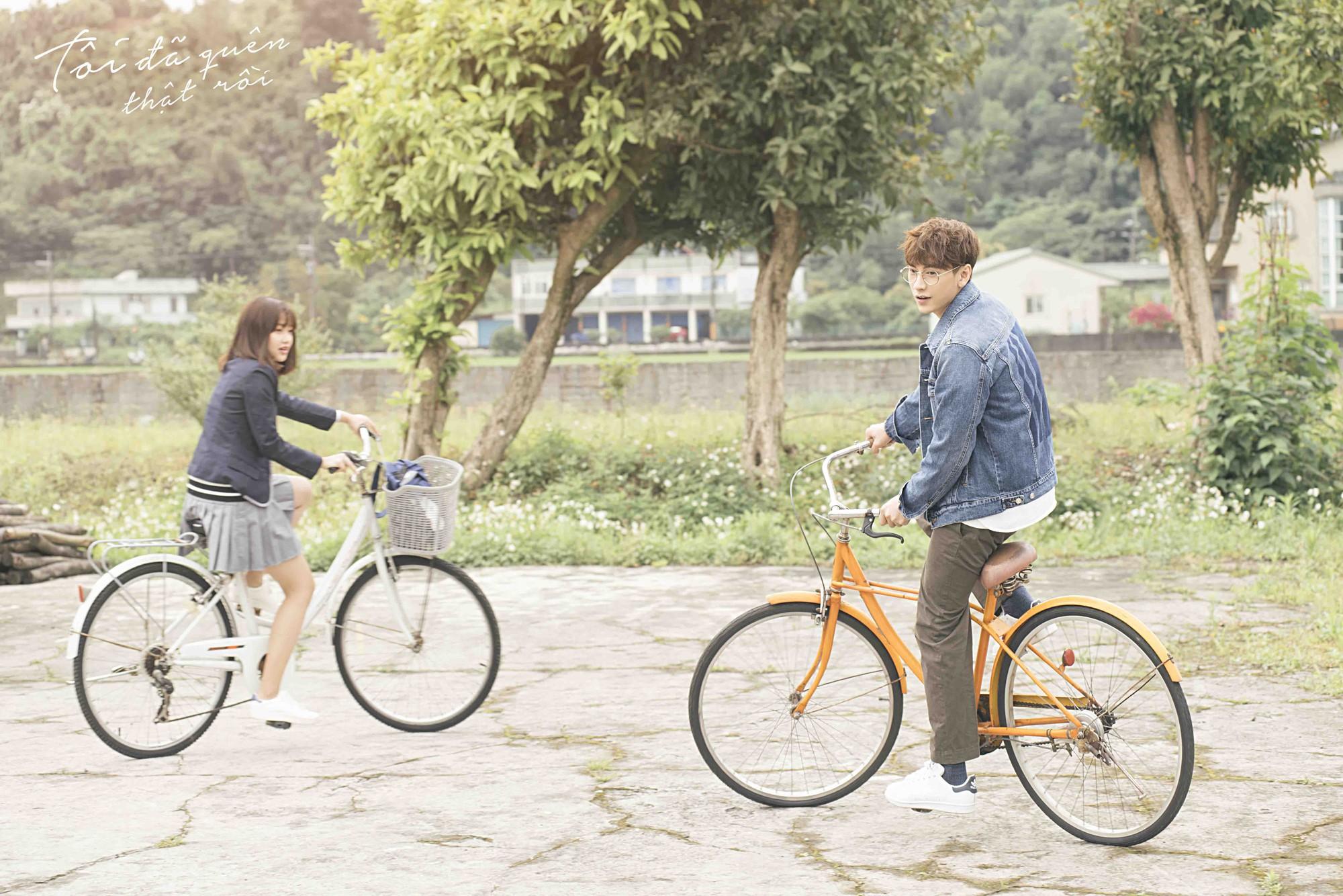 Isaac hoá thân ông chú cô đơn, hé lộ mối tình đũa lệch trong teaser MV mới - Ảnh 5.