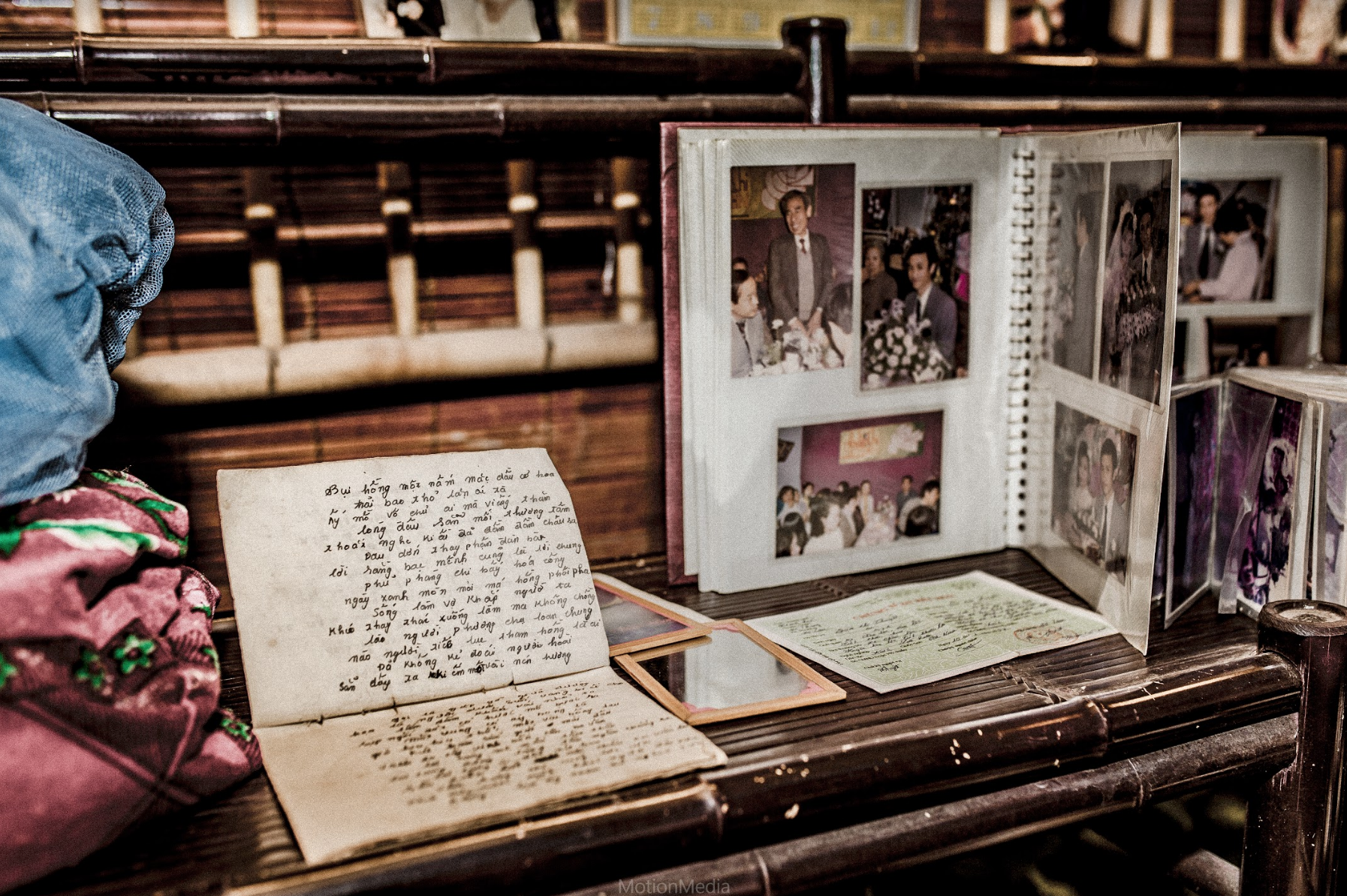 Sinh viên báo chí tổ chức triển lãm không gian cưới thập niên 80s, 90s ngay giữa lòng Hà Nội - Ảnh 7.