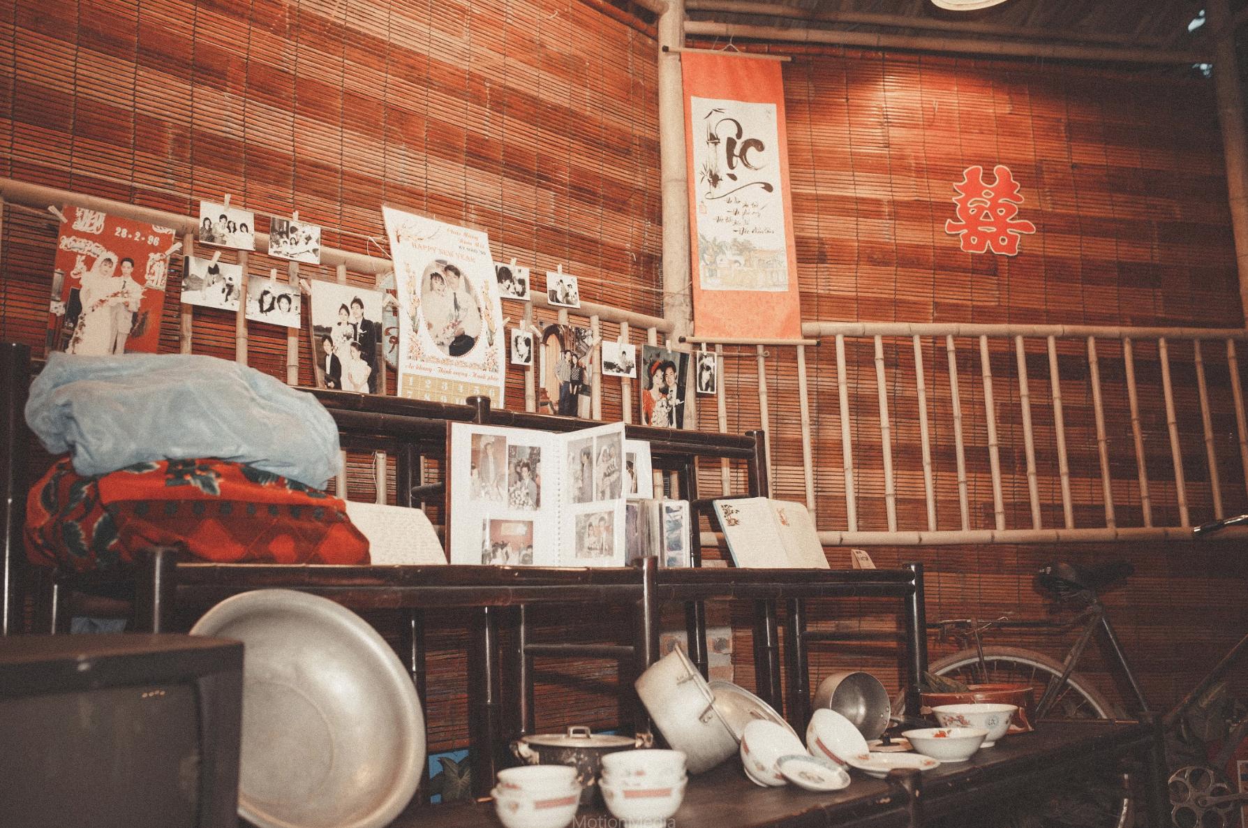 Sinh viên báo chí tổ chức triển lãm không gian cưới thập niên 80s, 90s ngay giữa lòng Hà Nội - Ảnh 10.