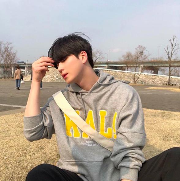 Chàng trai Hàn Quốc này sẽ khiến bạn phải thốt lên: Đẹp như tranh hoá ra là có thật! - Ảnh 3.