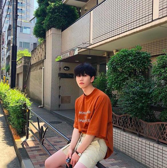 Chàng trai Hàn Quốc này sẽ khiến bạn phải thốt lên: Đẹp như tranh hoá ra là có thật! - Ảnh 2.