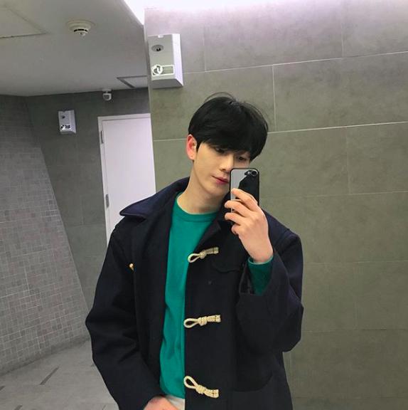 Chàng trai Hàn Quốc này sẽ khiến bạn phải thốt lên: Đẹp như tranh hoá ra là có thật! - Ảnh 5.