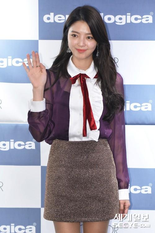 """Một chiếc áo mà 9 idol cùng mặc: Lisa (Black Pink) """"ngầu"""" hết cỡ, IU lại trẻ như học sinh - Ảnh 9."""