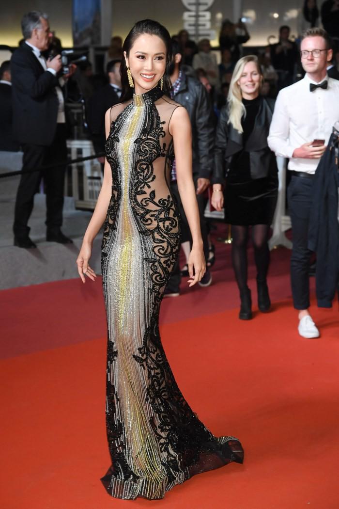 Xúng xính đi Cannes, Vũ Ngọc Anh bị netizen tố mặc thương hiệu ít tiếng nhưng lại nói là của Elie Saab - Ảnh 1.