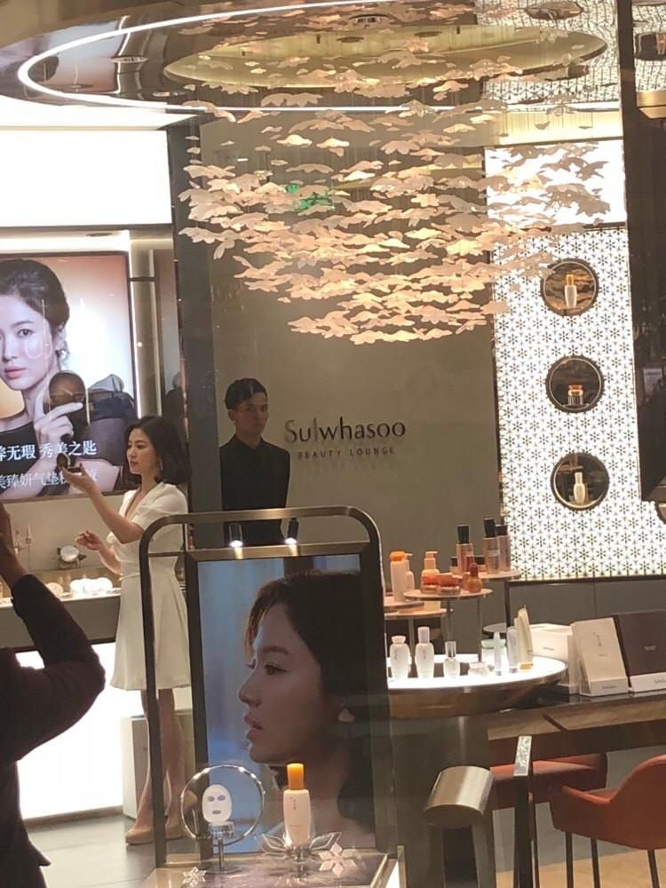 Song Hye Kyo tại sự kiện hôm nay: Chưa cần ảnh HD căng đét đã đẹp khó tin đến nhường này - Ảnh 4.