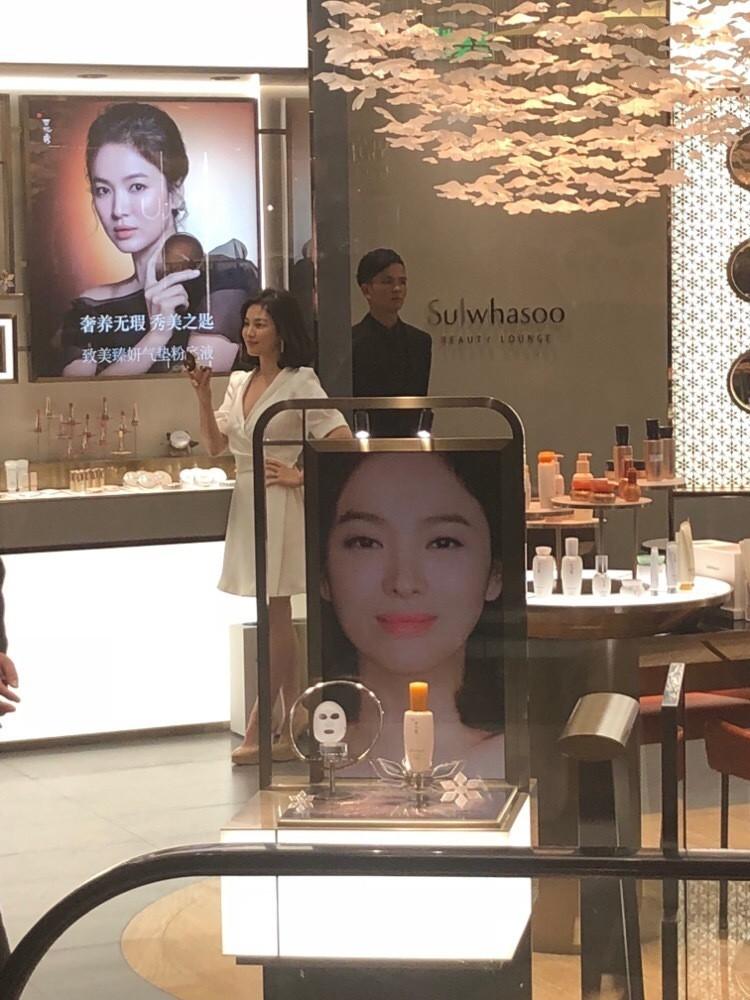 Song Hye Kyo tại sự kiện hôm nay: Chưa cần ảnh HD căng đét đã đẹp khó tin đến nhường này - Ảnh 5.