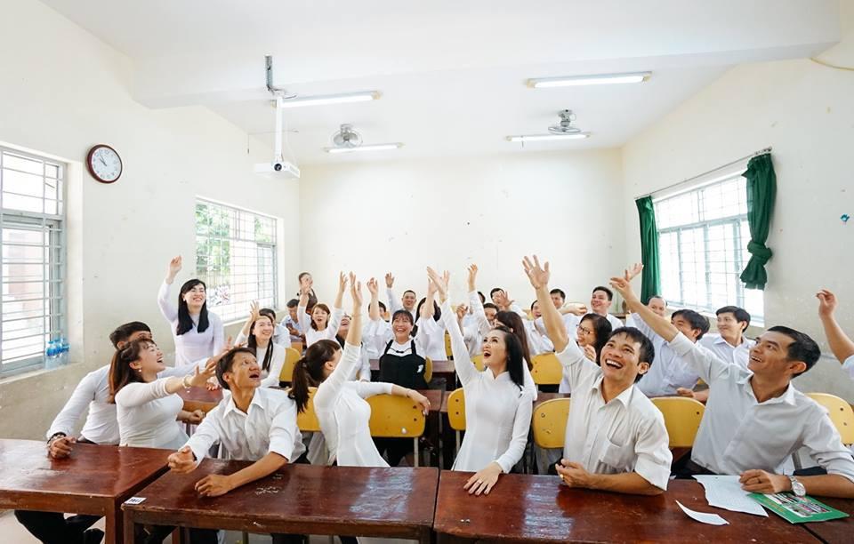 Bộ ảnh kỷ yếu đặc biệt: 20 năm sau ngày ra trường, cả lớp vẫn họp mặt với gần đủ sĩ số! - Ảnh 7.