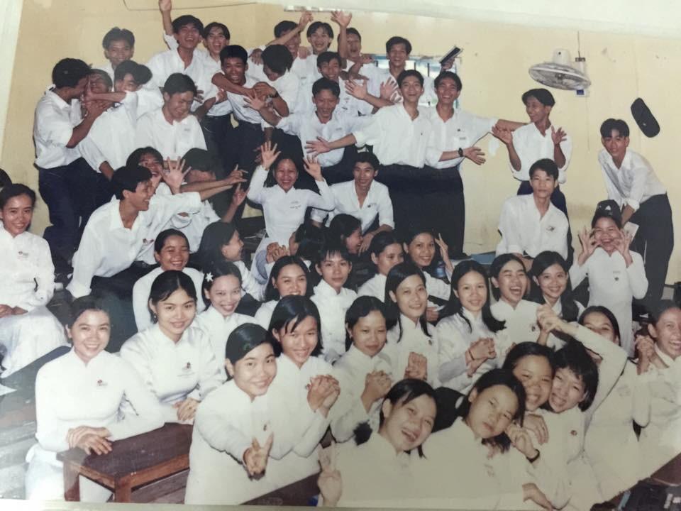 Bộ ảnh kỷ yếu đặc biệt: 20 năm sau ngày ra trường, cả lớp vẫn họp mặt với gần đủ sĩ số! - Ảnh 2.