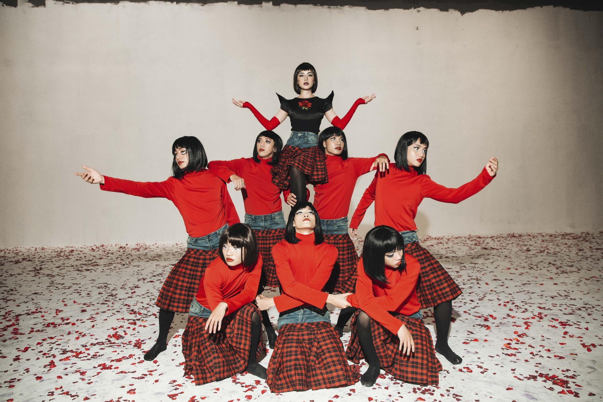 Chi Pu tung MV Dance lạ mắt với vũ đạo độc đáo, thực hiện 2 phiên bản cho sản phẩm trở lại - Ảnh 9.