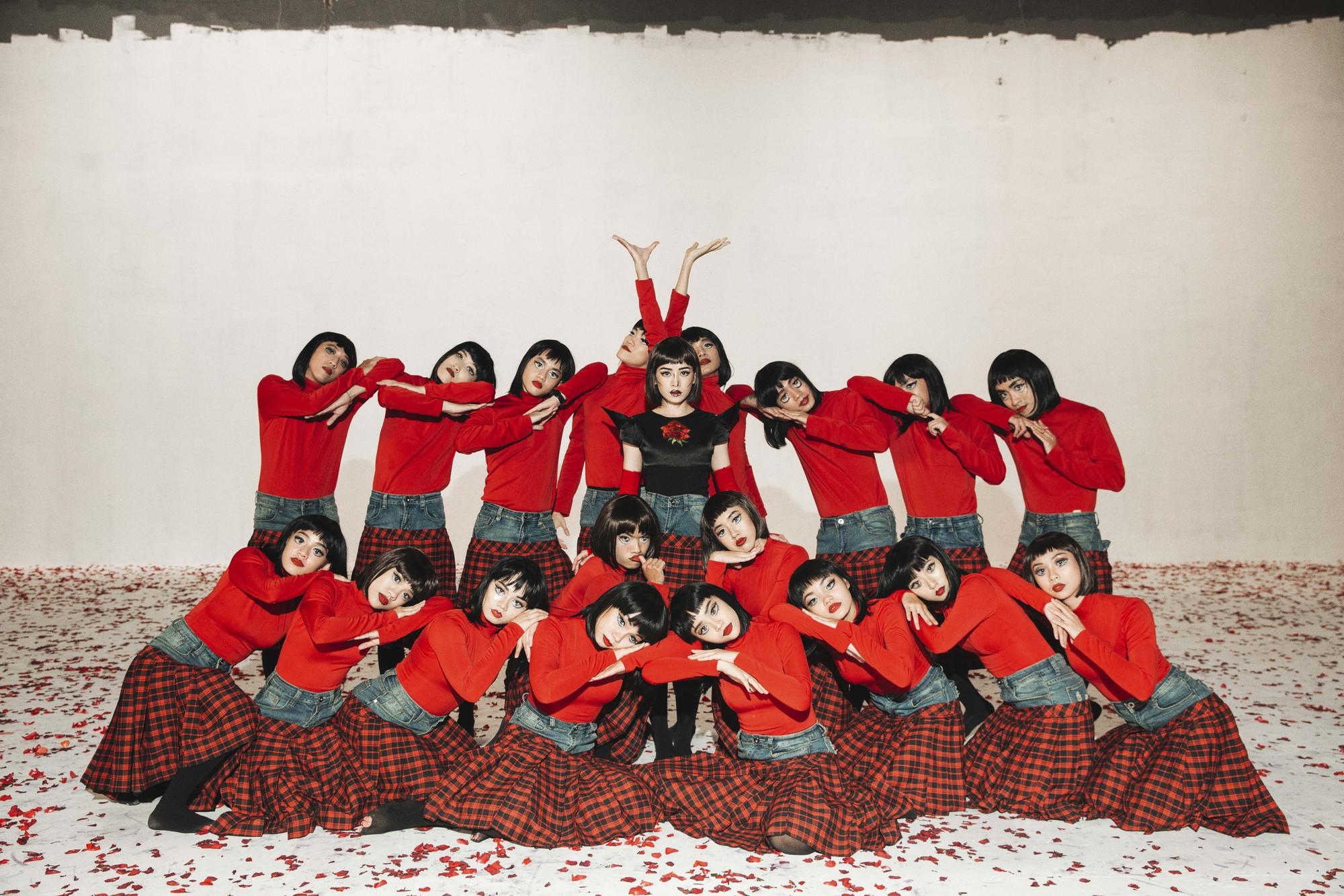 Chi Pu tung MV Dance lạ mắt với vũ đạo độc đáo, thực hiện 2 phiên bản cho sản phẩm trở lại - Ảnh 11.