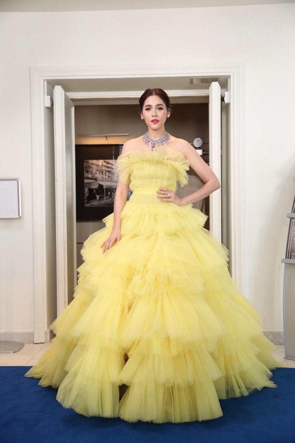17 bộ váy đẹp nhất thảm đỏ Cannes 2018 thì ắt hơn chục bộ chỉ dành cho những nàng ngực mini - Ảnh 12.