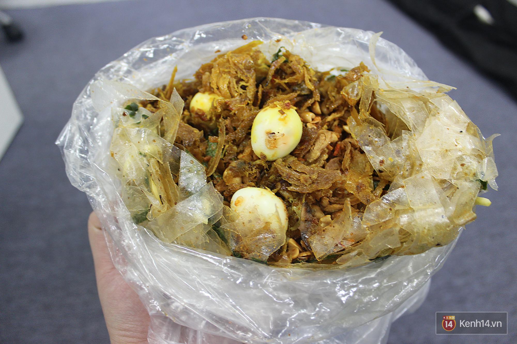 Ăn gì chất như bánh tráng trộn nghệ sĩ ở Sài Gòn - Ảnh 8.