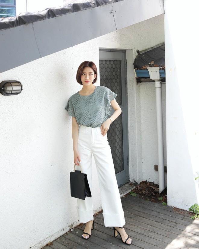 9 gợi ý mặc đồ với chất liệu ren mỏng mát cho nàng công sở những ngày trời nắng nóng - Ảnh 1.