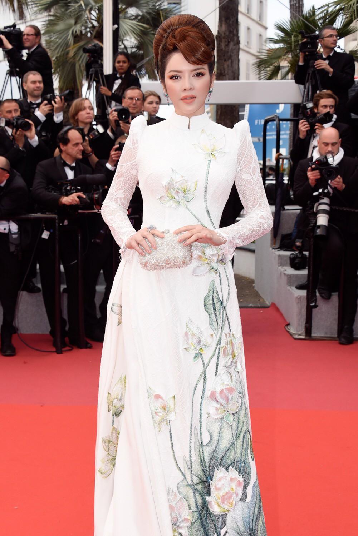 Cuối cùng Lý Nhã Kỳ cũng đưa tà Áo dài truyền thống Việt Nam xuất hiện nổi bật trên thảm đỏ Cannes ngày thứ 7 - Ảnh 2.