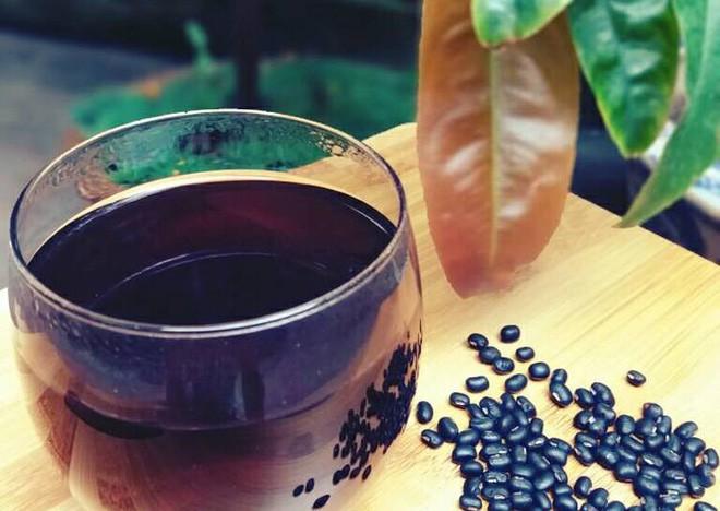 Mùa hè, nhất định không được bỏ qua những món ăn có tác dụng như bài thuốc làm đẹp da, giải nhiệt này từ đậu đen - Ảnh 2.