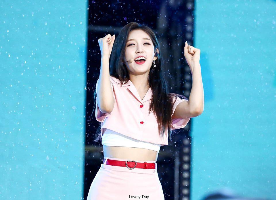 Nữ idol thản nhiên như không trước sự cố nhạy cảm tại Dream Concert - Ảnh 5.