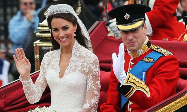 Không thể ngờ đây là món quà cho đám cưới hoàng gia: từ nhẹ nhàng áng thơ đến nặng trịch... 1 tấn than bùn! - Ảnh 1.