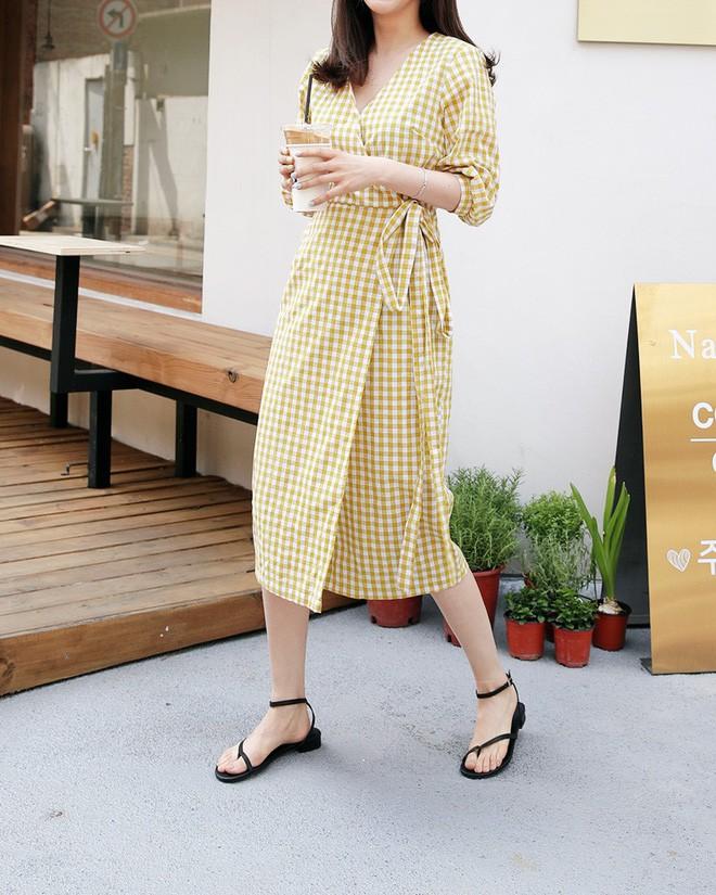 5 kiểu váy áo vừa mát vừa xinh giúp các nàng giấu nhẹm bắp tay to, tha hồ tung tăng bất chấp trời nắng nóng - Ảnh 2.