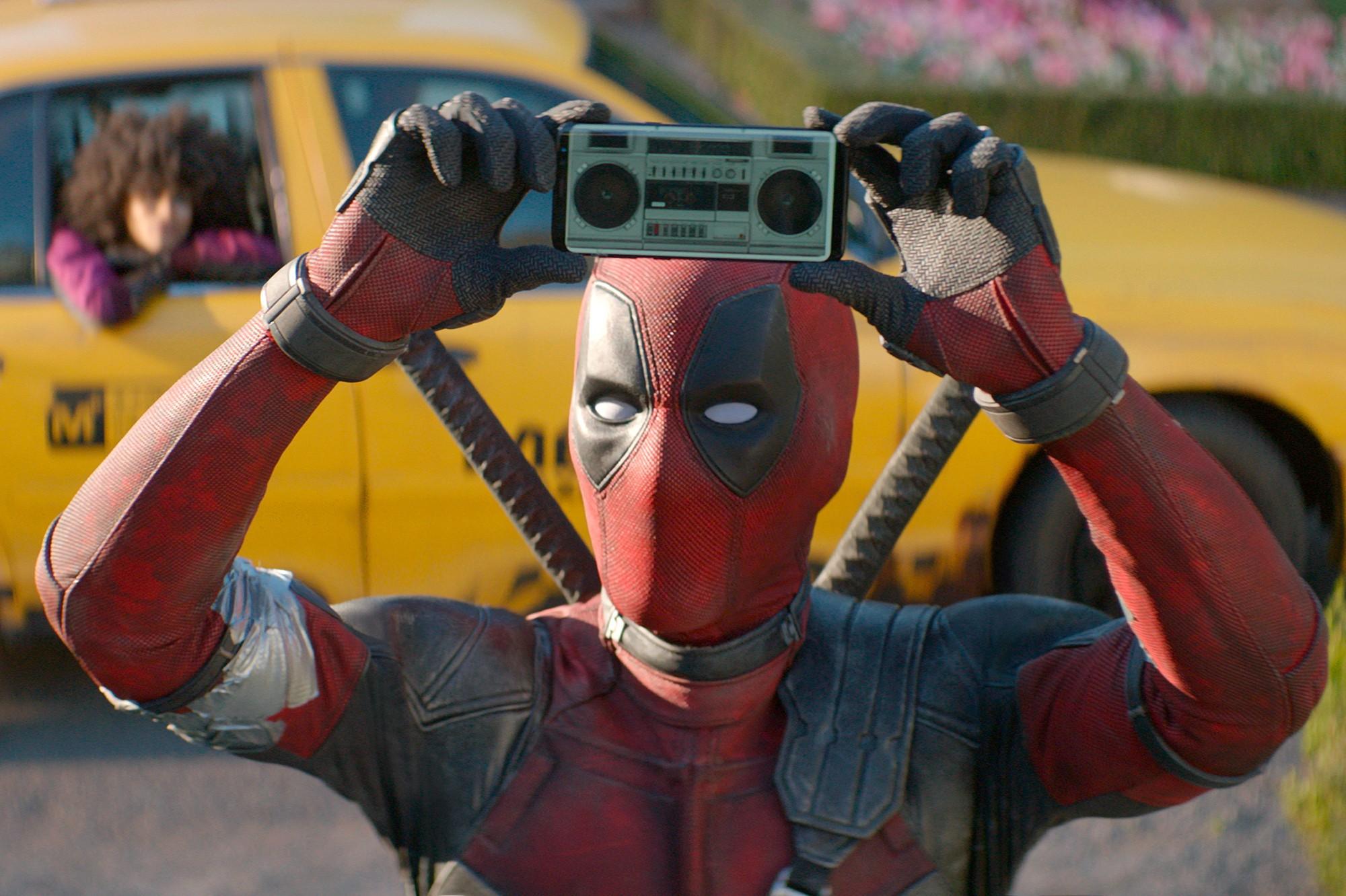 Fan Việt cười sảng sau khi xem bom tấn hài bựa Deadpool 2 - Ảnh 1.