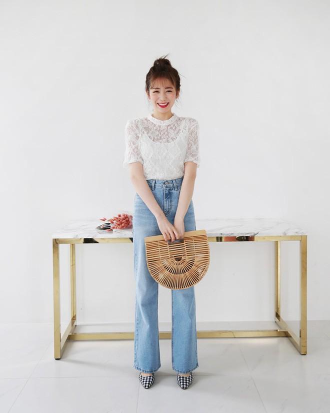 9 gợi ý mặc đồ với chất liệu ren mỏng mát cho nàng công sở những ngày trời nắng nóng - Ảnh 11.