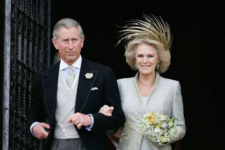 Không thể ngờ đây là món quà cho đám cưới hoàng gia: từ nhẹ nhàng áng thơ đến nặng chịch... 1 tấn than bùn! - Ảnh 14.