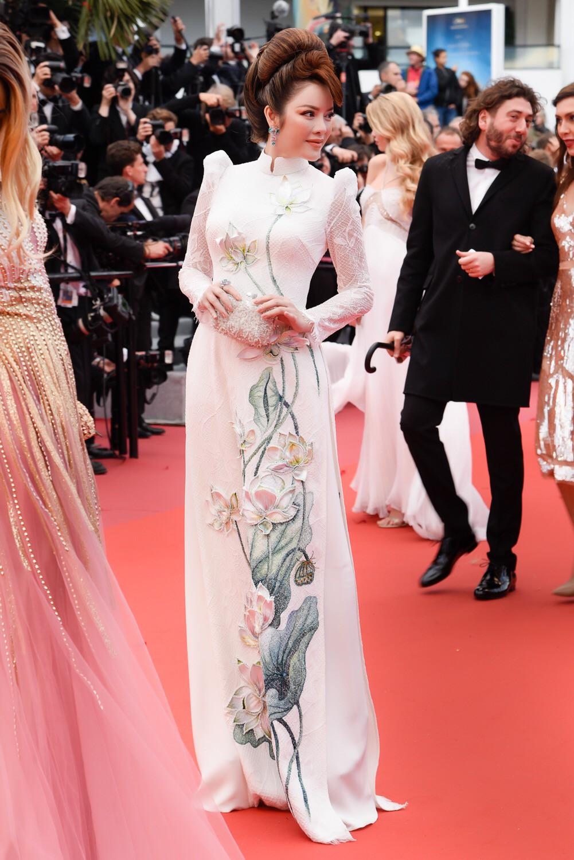 Cuối cùng Lý Nhã Kỳ cũng đưa tà Áo dài truyền thống Việt Nam xuất hiện nổi bật trên thảm đỏ Cannes ngày thứ 7 - Ảnh 5.
