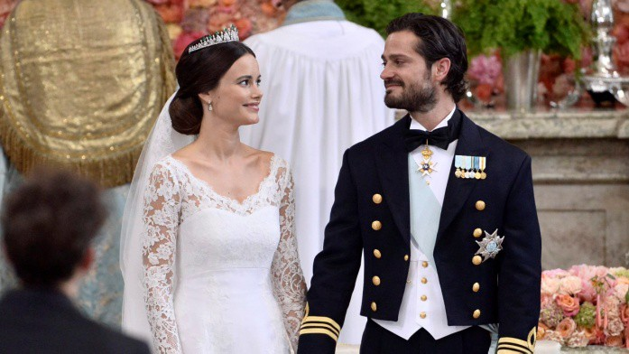 Không thể ngờ đây là món quà cho đám cưới hoàng gia: từ nhẹ nhàng áng thơ đến nặng chịch... 1 tấn than bùn! - Ảnh 4.