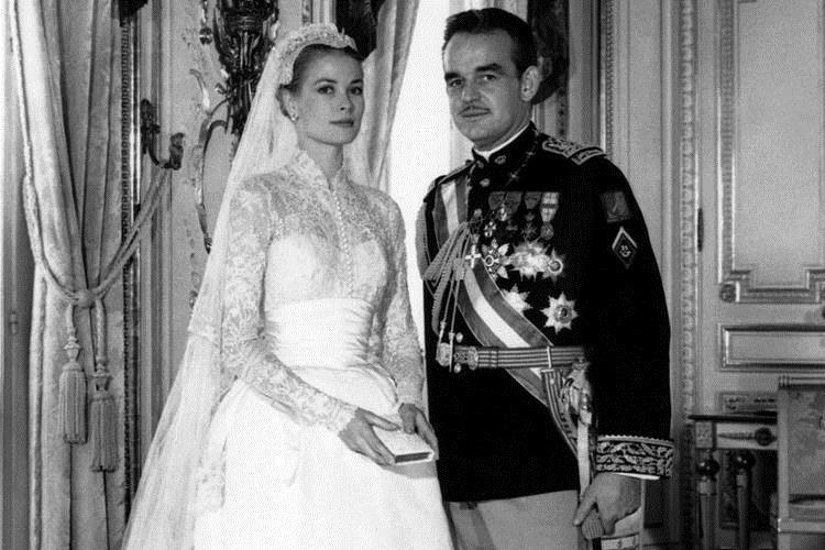 Không thể ngờ đây là món quà cho đám cưới hoàng gia: từ nhẹ nhàng áng thơ đến nặng chịch... 1 tấn than bùn! - Ảnh 5.