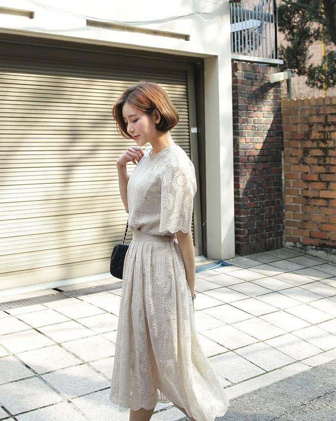 9 gợi ý mặc đồ với chất liệu ren mỏng mát cho nàng công sở những ngày trời nắng nóng - Ảnh 7.