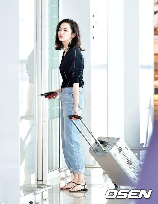 Mới ra mắt, nàng thơ mặt siêu lạnh của xứ Hàn đã dính phốt thái độ trên đường tới Cannes - Ảnh 6.