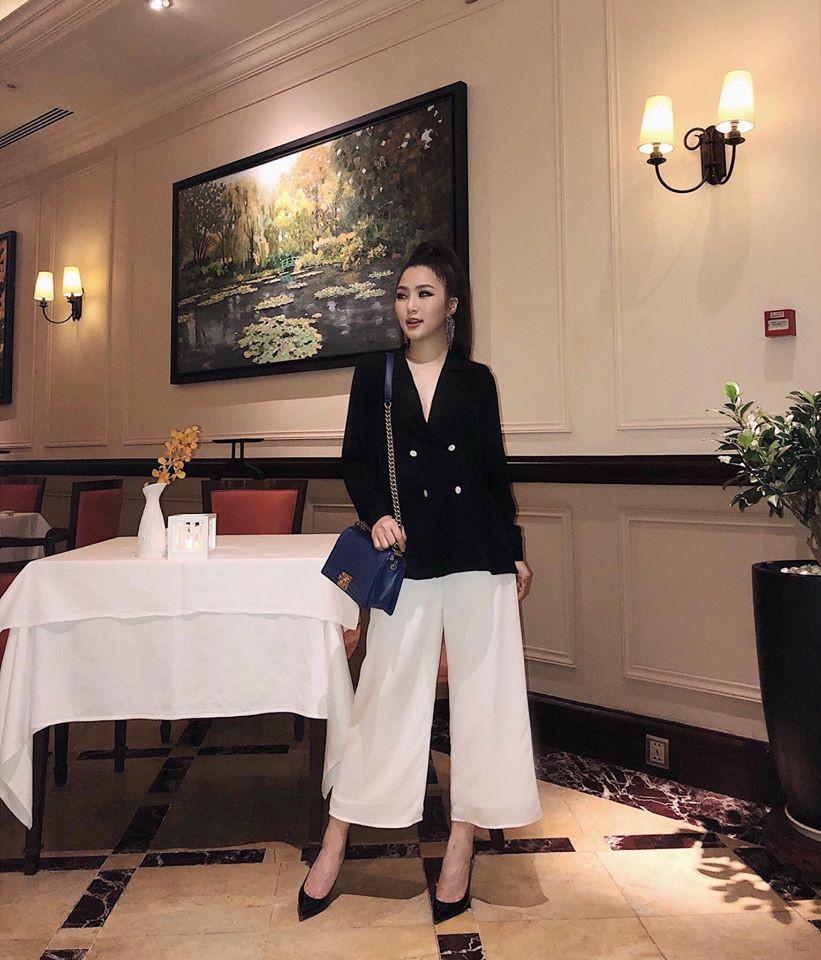 Jolie Nguyễn xúng xính street style với đồng hồ 480 triệu đồng, Quỳnh Anh Shyn khoe sneaker Chanel chất lừ - Ảnh 10.