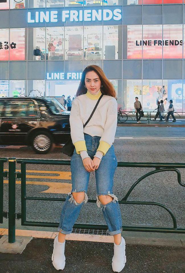 Jolie Nguyễn xúng xính street style với đồng hồ 480 triệu đồng, Quỳnh Anh Shyn khoe sneaker Chanel chất lừ - Ảnh 11.