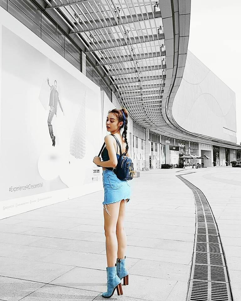 Jolie Nguyễn xúng xính street style với đồng hồ 480 triệu đồng, Quỳnh Anh Shyn khoe sneaker Chanel chất lừ - Ảnh 13.