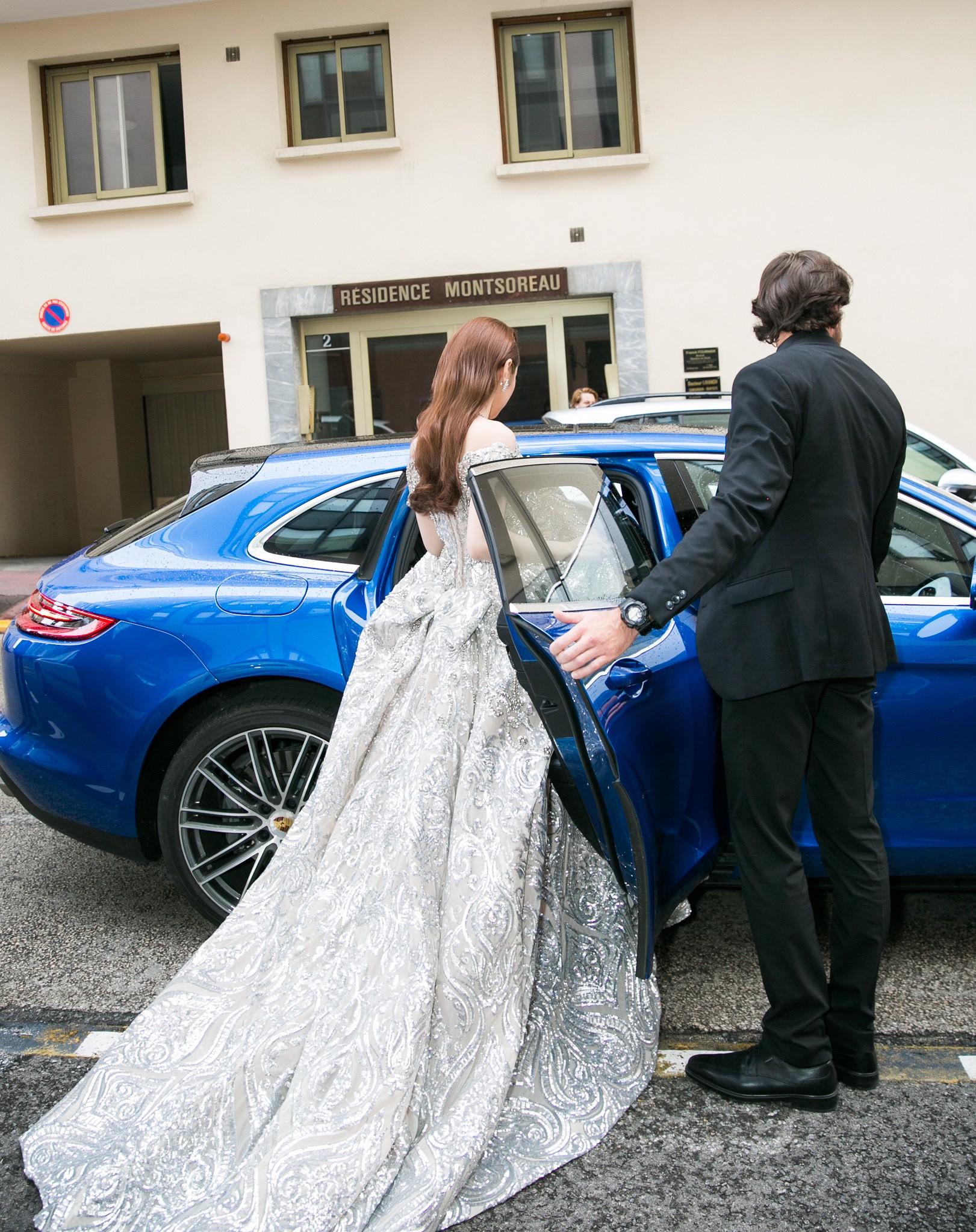 Lần đầu đến Cannes, bản sao Ngọc Trinh xuất hiện lộng lẫy trên thảm đỏ với trang sức tiền tỷ - Ảnh 9.