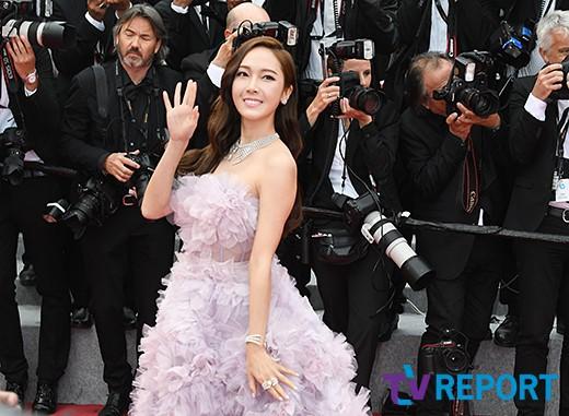 Nữ hoàng sang chảnh Jessica tím thắm đượm cả thảm đỏ Cannes, gây náo loạn nhưng sao trông mặt sợ thế này? - Ảnh 5.