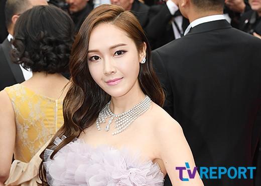 Nữ hoàng sang chảnh Jessica tím thắm đượm cả thảm đỏ Cannes, gây náo loạn nhưng sao trông mặt sợ thế này? - Ảnh 8.