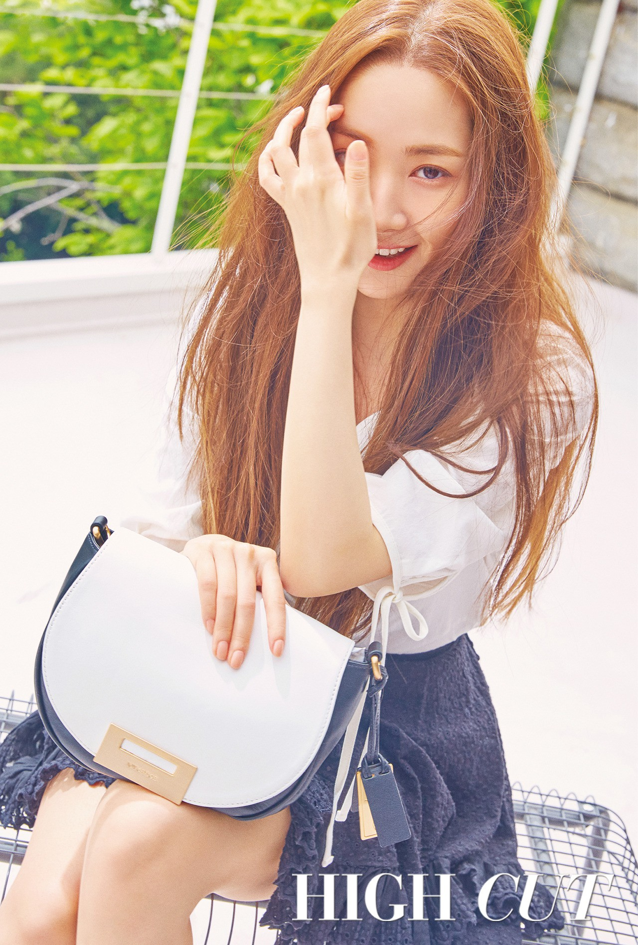 Nữ hoàng dao kéo Park Min Young khoe trọn vẹn nhan sắc đỉnh cao trên tạp chí: Đẹp vừa vừa thôi! - Ảnh 1.