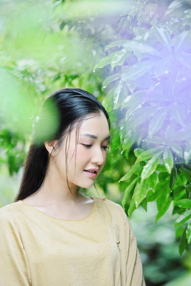 Không hổ danh là Nàng thơ xứ Huế, Ngọc Trân lại khiến bao người ngẩn ngơ vì vẻ đẹp trong sáng, dịu dàng - Ảnh 2.