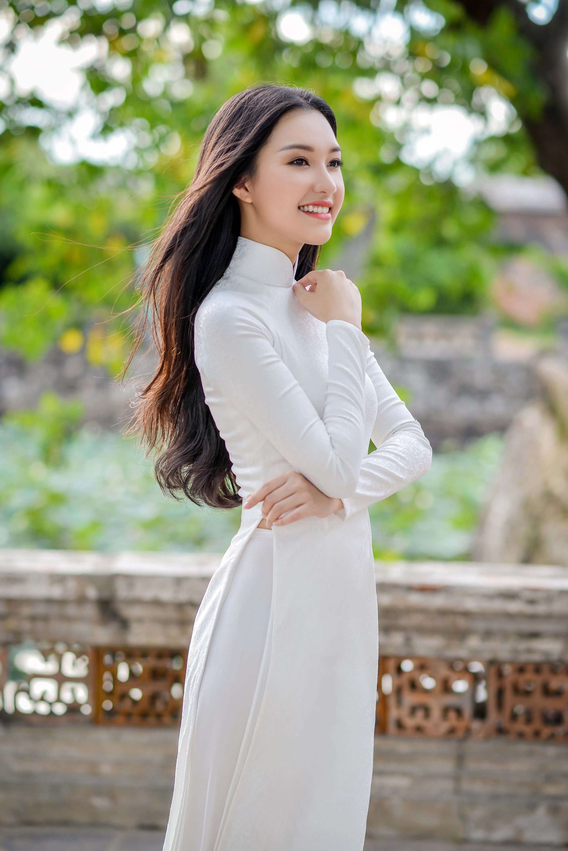 Không hổ danh là Nàng thơ xứ Huế, Ngọc Trân lại khiến bao người ngẩn ngơ vì vẻ đẹp trong sáng, dịu dàng - Ảnh 1.