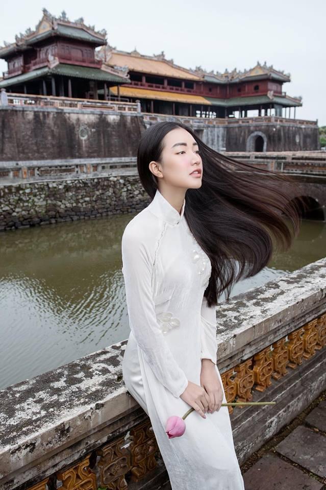 Không hổ danh là Nàng thơ xứ Huế, Ngọc Trân lại khiến bao người ngẩn ngơ vì vẻ đẹp trong sáng, dịu dàng - Ảnh 13.