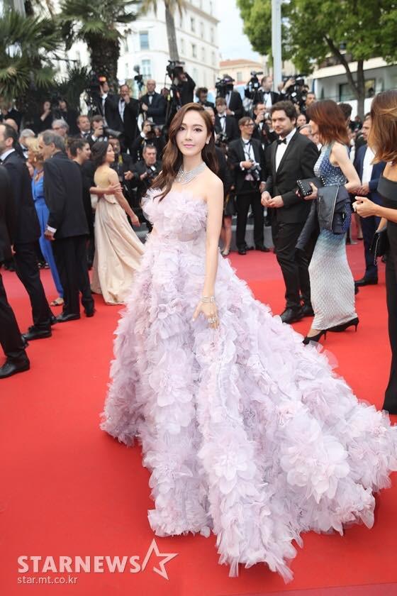 """Muốn làm công chúa """"chặt chém"""" trên thảm đỏ Cannes nhưng dường như Jessica bị thất bại mất rồi - Ảnh 3."""