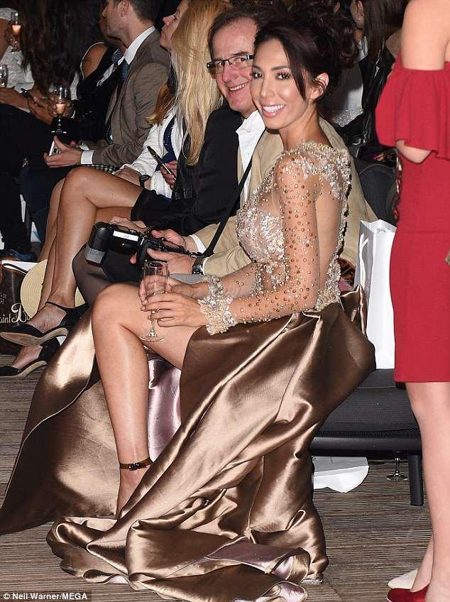 Không mặc nội y, sao nữ lộ cả vùng kín phản cảm tại LHP Cannes 2018 - Ảnh 3.