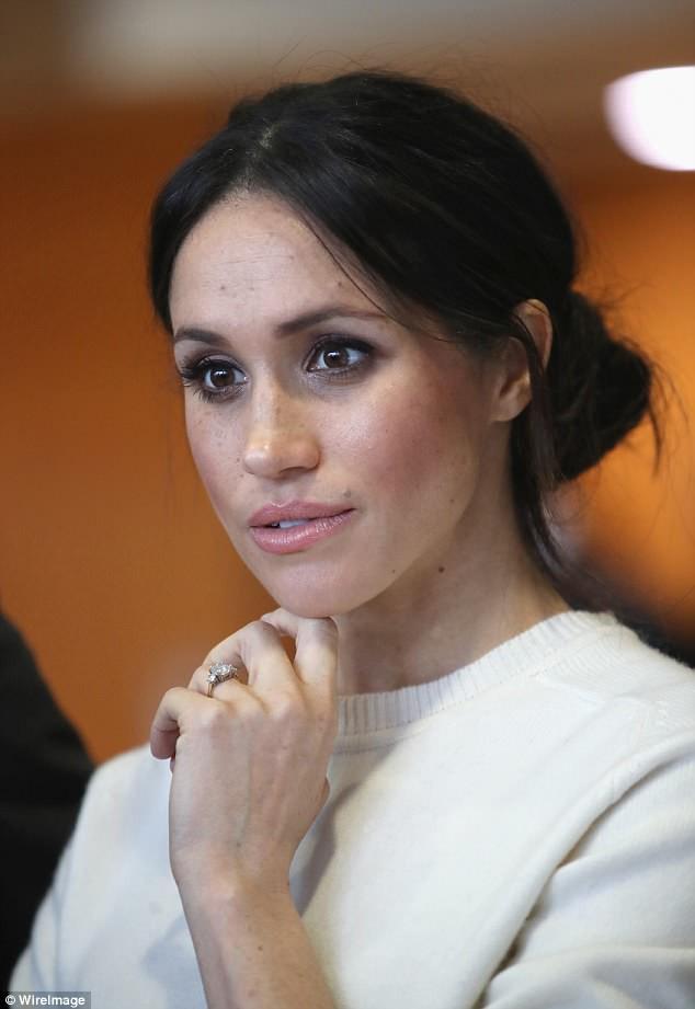 Những sản phẩm make-up được công nương Meghan yêu thích và dự đoán về phong cách trang điểm trong đám cưới Hoàng gia Anh - Ảnh 7.