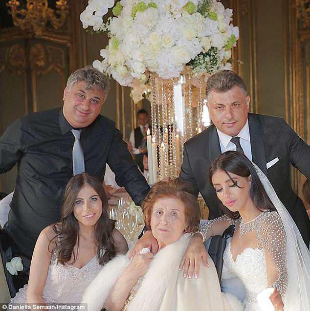 Fabregas kết hôn với người đẹp hơn 12 tuổi, trong lễ cưới ngập màu trắng như cổ tích - Ảnh 3.