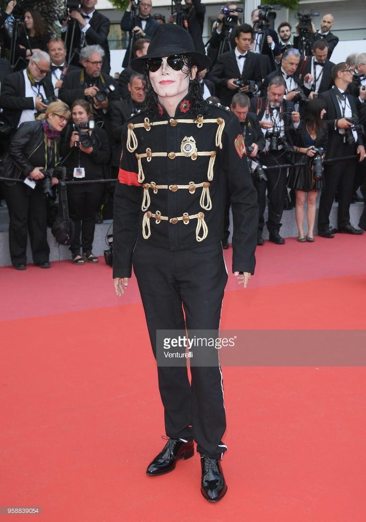 Thảm đỏ Cannes: Sao vô danh cosplay Michael Jackson, Jessica Jung ngốt ngát bên dàn siêu mẫu hạng A hở bạo - Ảnh 1.
