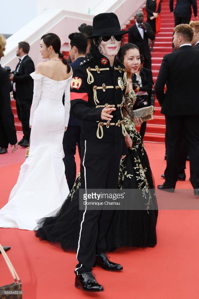 Thảm đỏ Cannes: Sao vô danh cosplay Michael Jackson, Jessica Jung ngốt ngát bên dàn siêu mẫu hạng A hở bạo - Ảnh 2.