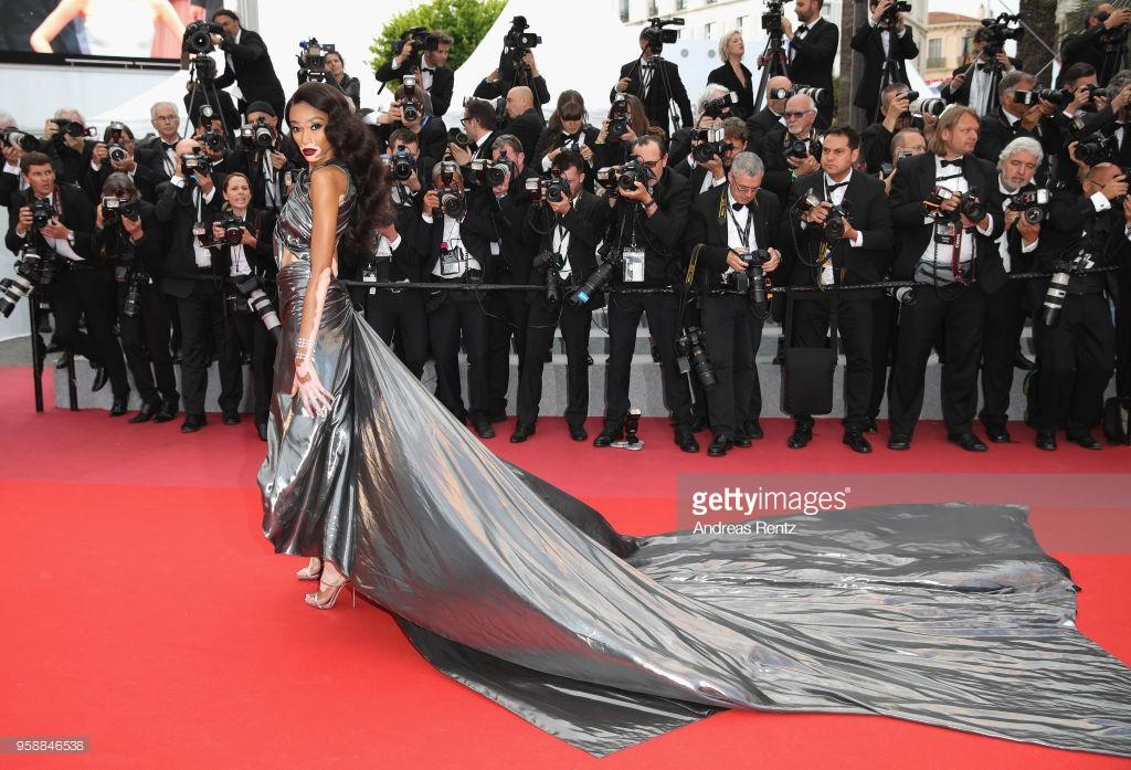 Thảm đỏ Cannes: Sao vô danh cosplay Michael Jackson, Jessica Jung ngốt ngát bên dàn siêu mẫu hạng A hở bạo - Ảnh 26.