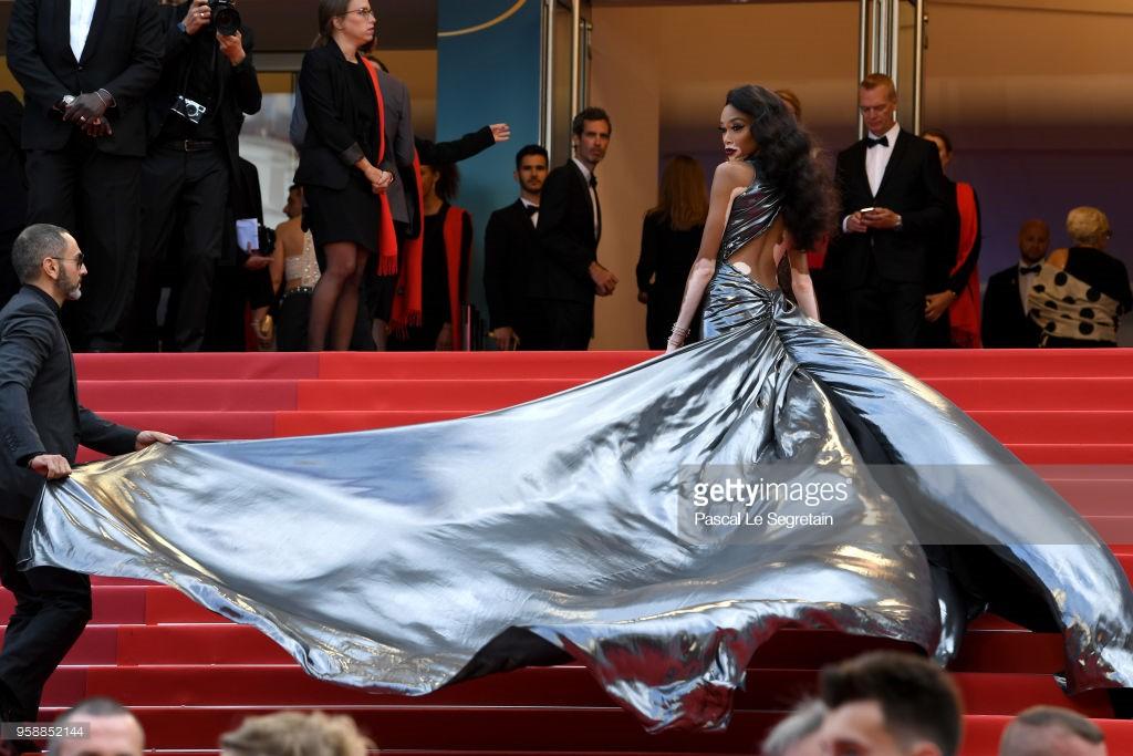 Thảm đỏ Cannes: Sao vô danh cosplay Michael Jackson, Jessica Jung ngốt ngát bên dàn siêu mẫu hạng A hở bạo - Ảnh 27.