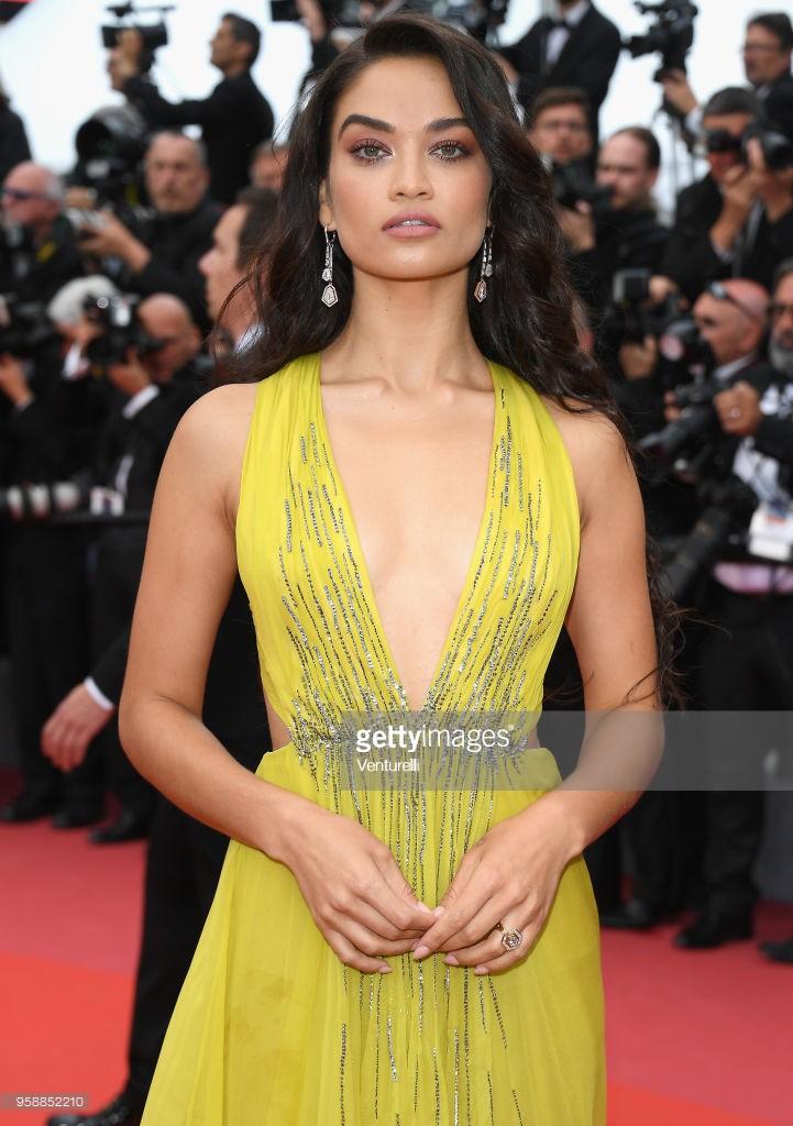 Thảm đỏ Cannes: Sao vô danh cosplay Michael Jackson, Jessica Jung ngốt ngát bên dàn siêu mẫu hạng A hở bạo - Ảnh 24.