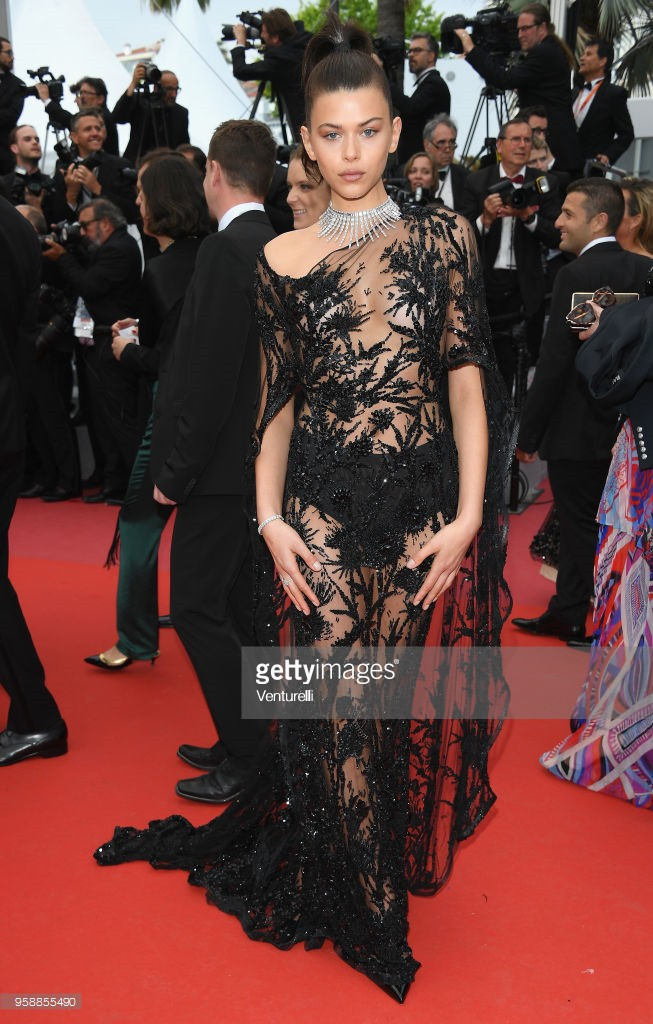 Thảm đỏ Cannes: Sao vô danh cosplay Michael Jackson, Jessica Jung ngốt ngát bên dàn siêu mẫu hạng A hở bạo - Ảnh 22.